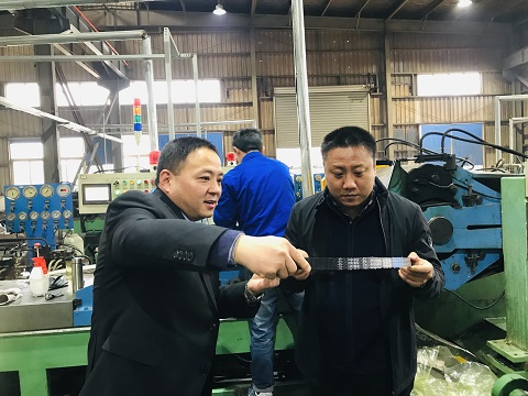 河北英虎总经理李侠参观公司 (5)